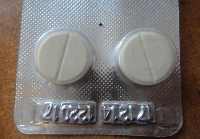 Азинокс плюс выпускается в форме таблеток белого цвета